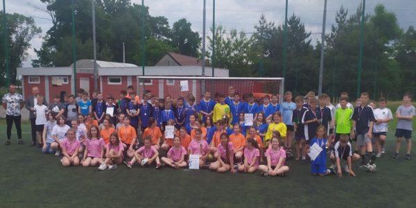 Dominacja naszych drużyn w powiatowych turniejach piłki nożnej chłopców  i dziewcząt